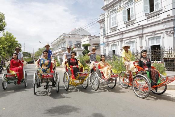 Theo chân thí sinh hoa hậu Việt Nam thăm nhà Công tử Bạc Liêu