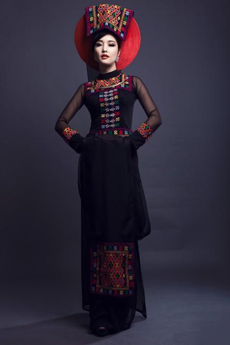 Hoa hậu Triệu Thị Hà kết hợp áo dài với khăn Piêu độc đáo ảnh 2