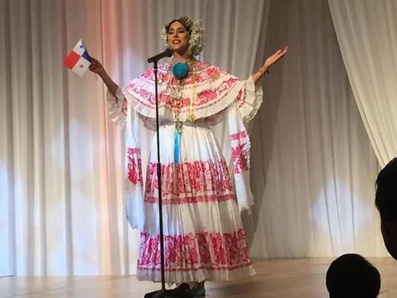 Hoa hậu Đặng Thu Thảo điệu đà áo dài sen nón lá 3 tầng thi năng khiếu ảnh 4