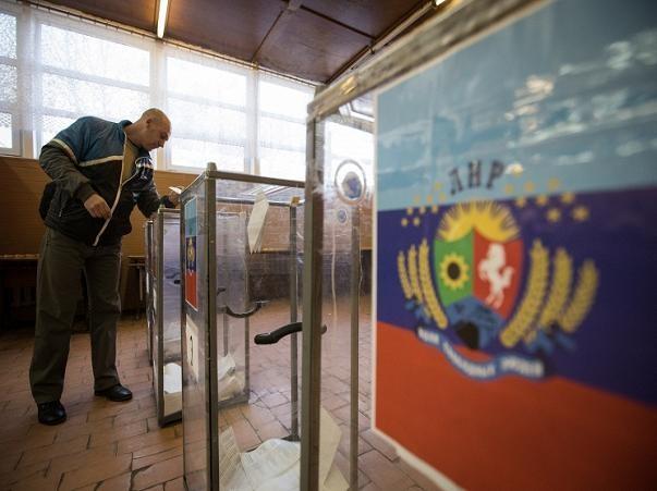 Cử tri Donetsk đi bỏ phiếu trong cuộc bầu cử hôm 2-11