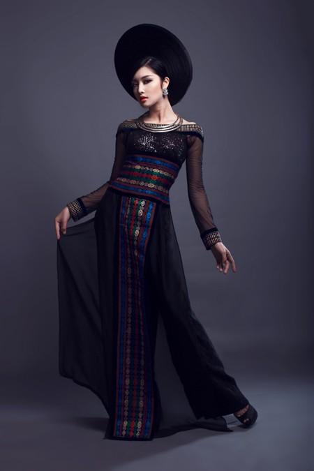 Hoa hậu Triệu Thị Hà kết hợp áo dài với khăn Piêu độc đáo ảnh 5