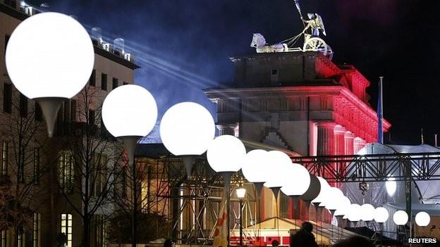 Hơn 8.000 quả bóng bay được thắp sáng rực rỡ