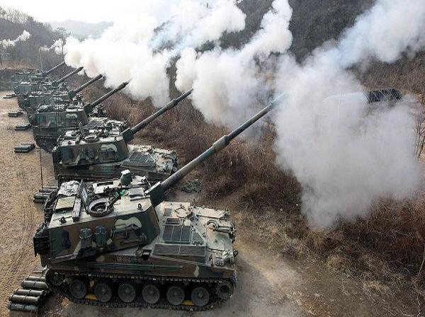 Pháo tự hành Hàn Quốc tham gia một cuộc diễn tập quân sự
