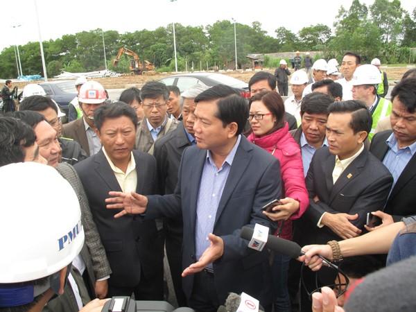 Bộ trưởng Đinh La Thăng yêu cầu ngày 12-11 phải xong hầm chui dân sinh tại xã Nguyên Khê