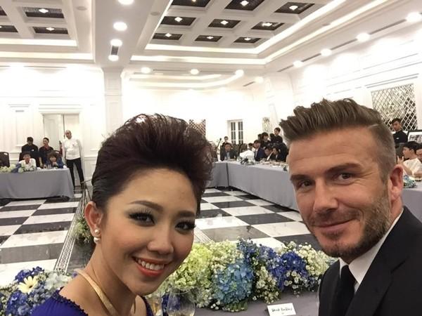 """Beckham đánh lẻ chụp ảnh """"tự sướng"""" với Tóc Tiên ảnh 1"""