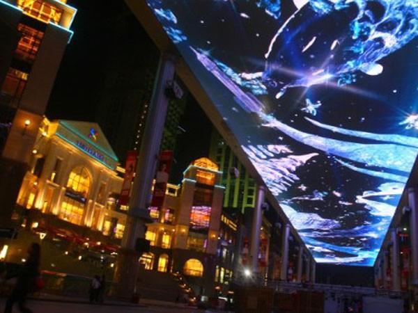 Màn hình lớn trong trung tâm thương mại the Place, Bắc Kinh