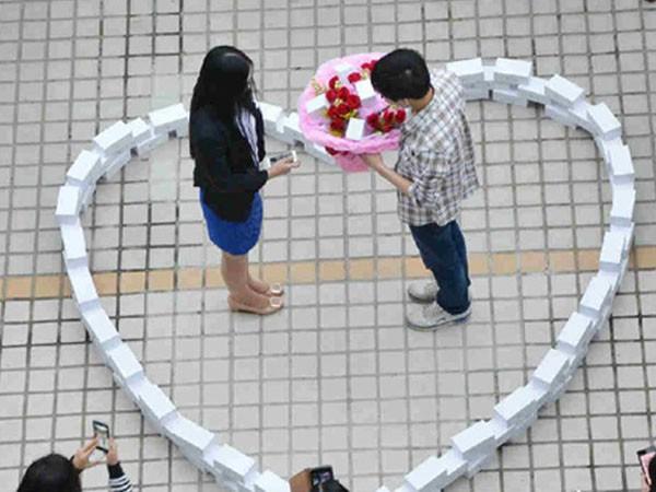 Chàng trai cầu hôn cô gái bằng iPhone, tuy nhiên cô gái đã không chấp nhận