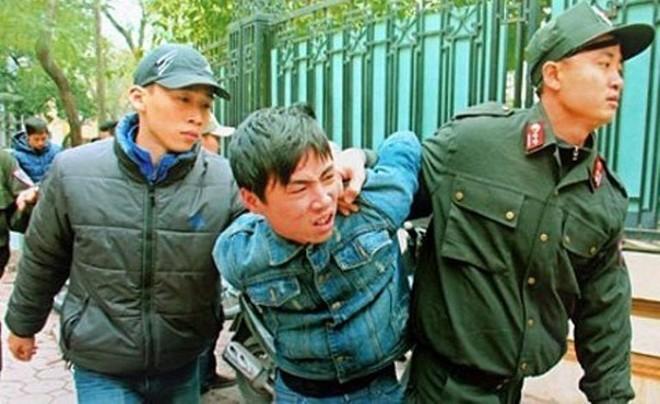 Cảnh sát hình sự Hà Nội phối hợp trấn áp các đối tượng có dấu hiệu vi phạm pháp luật trên đường phố