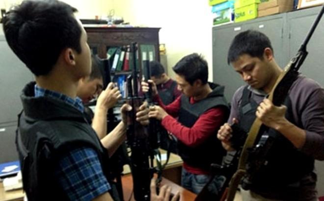 Lực lượng CSHS đặc nhiệm CATP Hà Nội chuẩn bị vũ khí trước giờ thực thi nhiệm vụ (ảnh tư liệu của các đồng nghiệp)