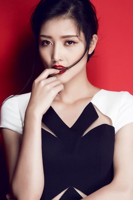 Hoa hậu Triệu Thị Hà gợi cảm với thời trang cut-out ảnh 5
