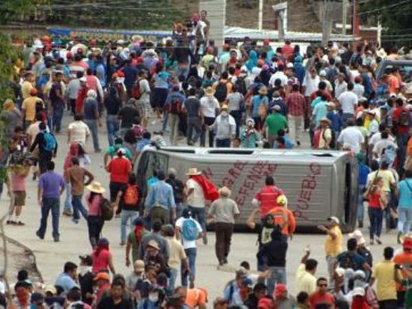Người biểu tình Mexico phong tỏa sân bay quốc tế ảnh 1