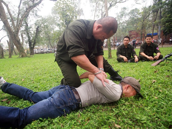 Cảnh sát hình sự đặc nhiệm, CATP Hà Nội tập luyện võ thuật, trấn áp tội phạm