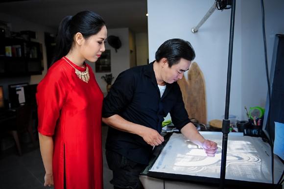Nguyễn Thị Loan học vẽ tranh cát thi tài năng Miss world