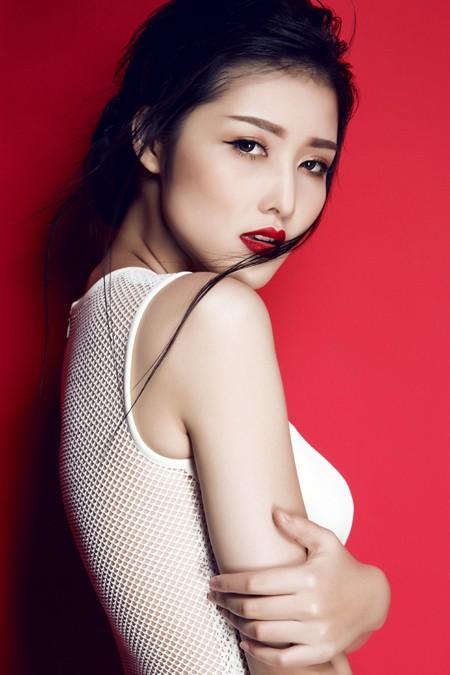 Hoa hậu Triệu Thị Hà gợi cảm với thời trang cut-out