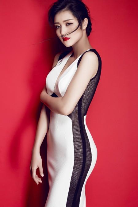 Hoa hậu Triệu Thị Hà gợi cảm với thời trang cut-out ảnh 7