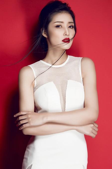 Hoa hậu Triệu Thị Hà gợi cảm với thời trang cut-out ảnh 2