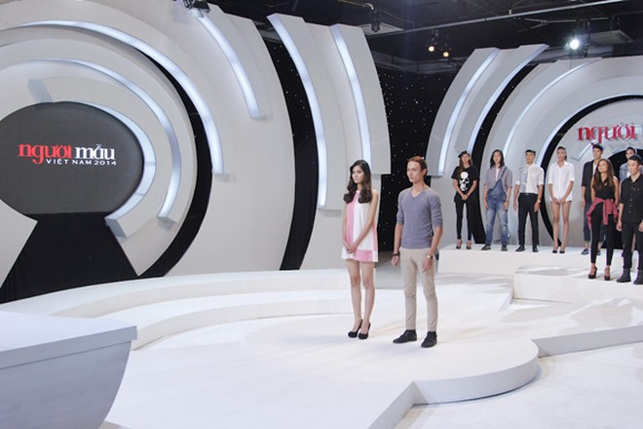 """""""Đột nhập"""" phòng đánh giá và loại """"ngoài vũ trụ"""" của Vietnam's Next Top Model ảnh 2"""
