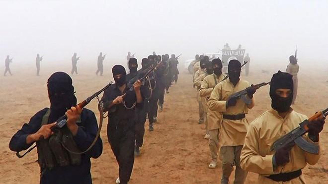 Các tay súng IS khoe sức mạnh trên trang web Hồi giáo
