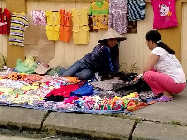 Dẹp bỏ chợ cóc lấn chiếm vỉa hè để đảm bảo an toàn và mỹ quan đô thị