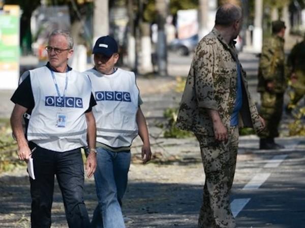 OSCE xác nhận có xe chở thi thể binh sĩ băng qua biên giới Nga-Ukraine ảnh 1