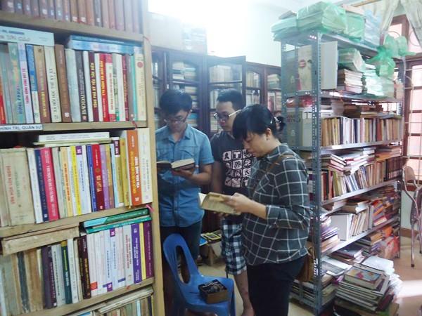 Chàng trai 8X và kho sách cũ khổng lồ ảnh 2