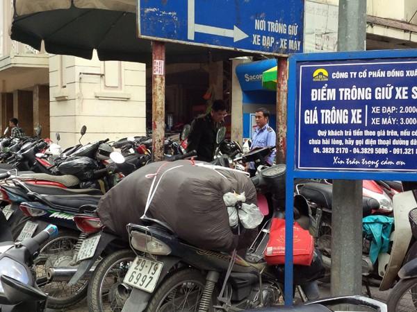 Bát nháo dịch vụ trông giữ xe: Chính quyền thờ ơ, vi phạm dai dẳng ảnh 1