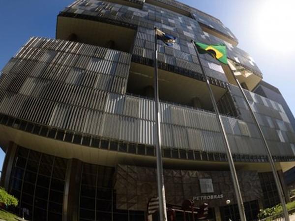"""""""Gã khổng lồ dầu khí"""" Petrobras đang chao đảo vì cáo buộc tham nhũng và hối lộ"""