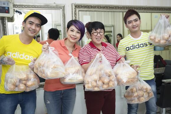 Thanh Thảo trích tiền bán album mua quà cho người nghèo trước khi đi lưu diễn ảnh 3