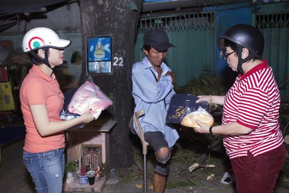 Thanh Thảo trích tiền bán album mua quà cho người nghèo trước khi đi lưu diễn ảnh 11
