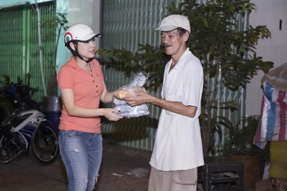 Thanh Thảo trích tiền bán album mua quà cho người nghèo trước khi đi lưu diễn ảnh 9
