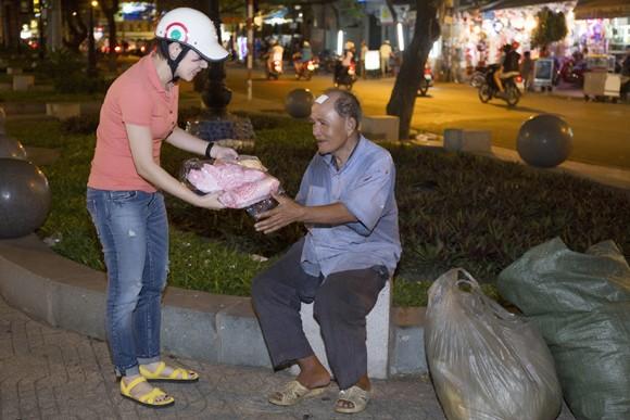 Thanh Thảo trích tiền bán album mua quà cho người nghèo trước khi đi lưu diễn ảnh 10