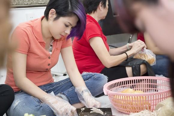Thanh Thảo trích tiền bán album mua quà cho người nghèo trước khi đi lưu diễn ảnh 1