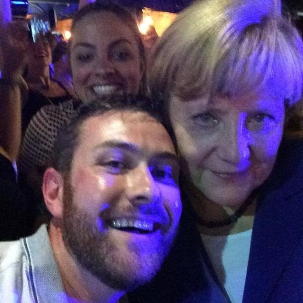 """Thủ tướng Đức """"lên bar"""" trước khi tham dự hội nghị G20 ảnh 2"""
