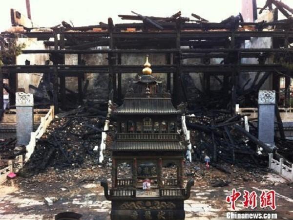 Hình ảnh ngôi miếu sau khi bị cháy