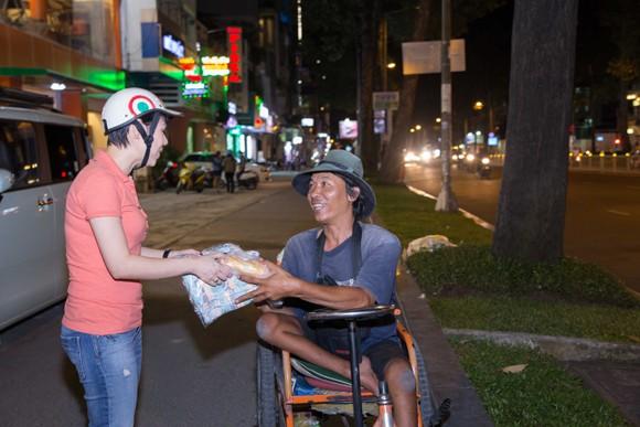 Thanh Thảo trích tiền bán album mua quà cho người nghèo trước khi đi lưu diễn ảnh 7