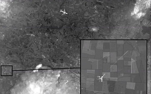 Hình ảnh vệ tinh cho thấy MH17 có thể bị chiến đấu cơ bắn hạ