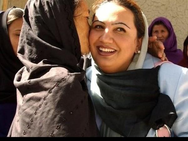Nữ nghị sỹ Barakzai trong bức ảnh chụp hồi năm 2005