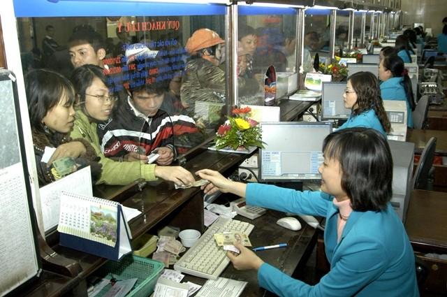 Dù mua vé trên mạng nhưng hành khách vẫn phải ra ga lấy vé