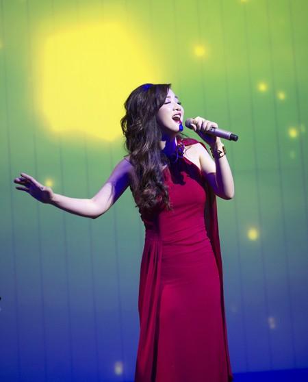 Hoa hậu Giáng My quyến rũ trong đêm nhạc gây quỹ từ thiện ảnh 7