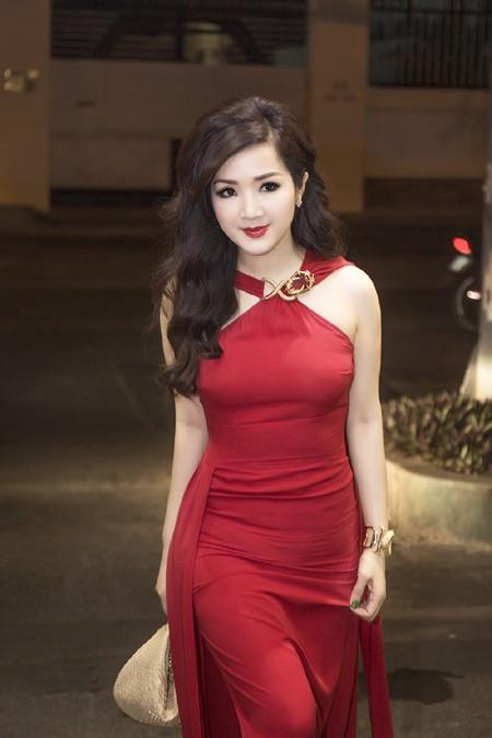 Hoa hậu Giáng My quyến rũ trong đêm nhạc gây quỹ từ thiện