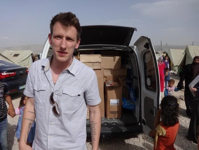 Peter Kassig khi còn làm nhân viên cứu trợ nhân đạo