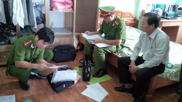 Cơ quan điều tra đang khám xét tại nhà Tân