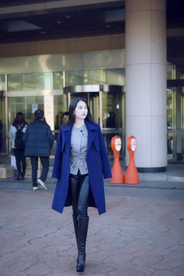 """Ngọc Trinh đẹp kiêu sa ở Hàn Quốc, nhẹ nhàng """"kiếm"""" cả tỷ đồng ảnh 9"""