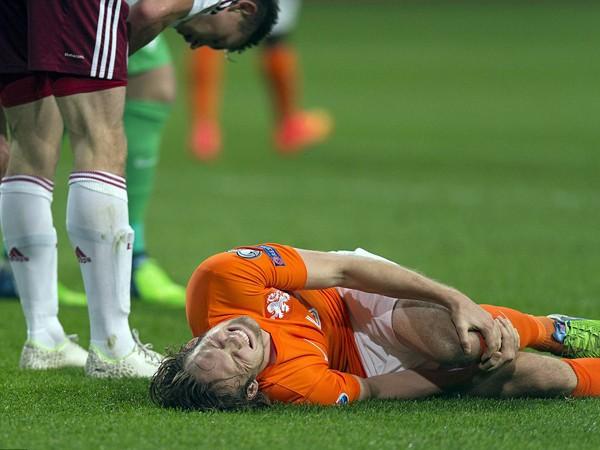 Daley Blind là trường hợp mới nhất gia nhập danh sách chấn thương của Man United