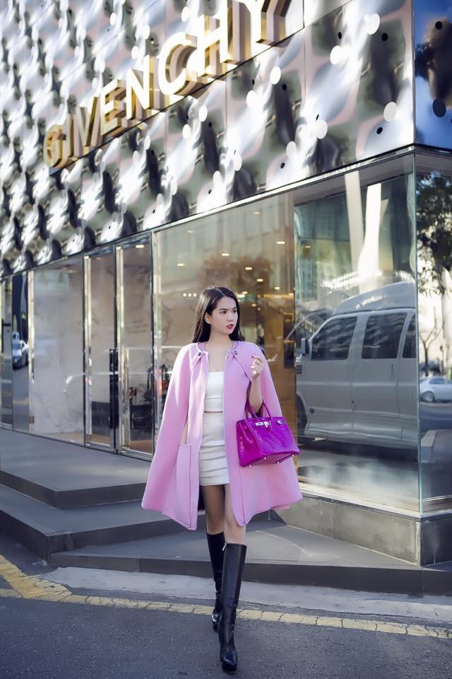 """Ngọc Trinh đẹp kiêu sa ở Hàn Quốc, nhẹ nhàng """"kiếm"""" cả tỷ đồng ảnh 3"""