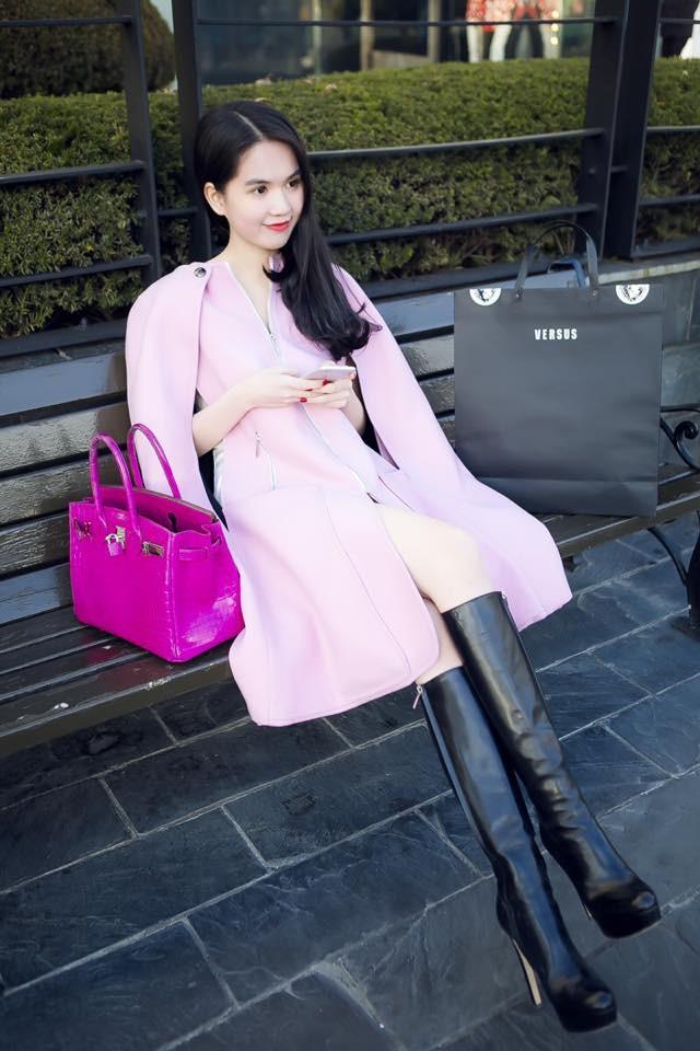 """Ngọc Trinh đẹp kiêu sa ở Hàn Quốc, nhẹ nhàng """"kiếm"""" cả tỷ đồng ảnh 4"""