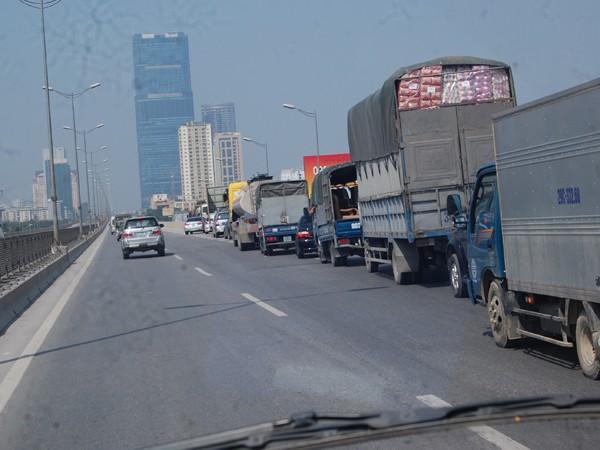 Đón trả khách trái phép ở đường cao tốc trên cao: Phạt cả người đi bộ và lái xe ảnh 2