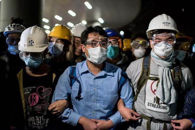 Toàn cảnh vụ đụng độ ở tòa nhà chính quyền Hồng Kông ảnh 9