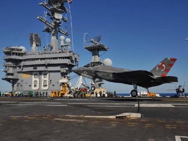 F-35C tiến hành thử nghiệm cất hạ cánh trên tàu sân bay Nimitz