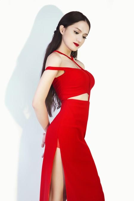 """Hương Giang Idol """"đốt mắt"""" người xem trong bộ đầm đỏ ảnh 9"""